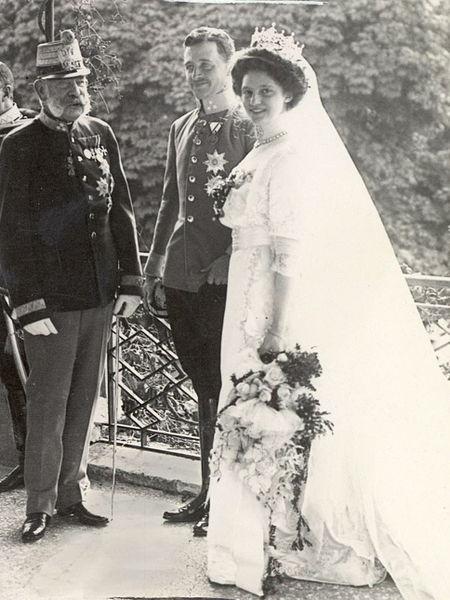 File:Hochzeit Erzh Karl und Zita Schwarzau 1911bb.jpg