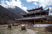 Huanglong middle temple.jpg