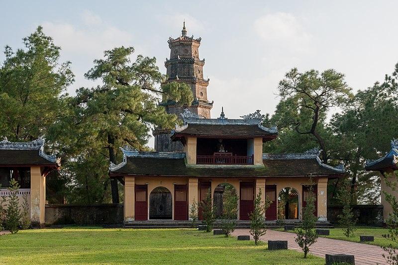 File:Hue Vietnam Thien-Mu-Temple-and-Pagoda-01.jpg