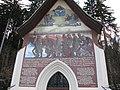 Innsbruck, Amras, Tummelplatz, Kreuzkapelle, Wandbild.JPG
