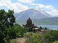 Insel Akdamar Աղթամար, armenische Kirche zum Heiligen Kreuz Սուրբ խաչ (um 920) (39711491864).jpg