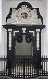 interieur kapel, marmeren sculptuur bij ingang - abcoude - 20352836 - rce