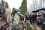 Jarosław Kaczyński i Beata Szydło składają wieńce na grobie Tomasza Merty Ofiary Tragedii w Smoleńsku.jpg