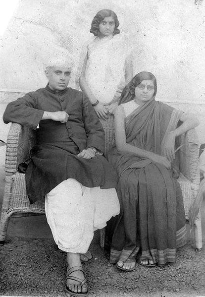 File:Jawaharlal, Kamala and Indira Nehru in the 1930s.jpg