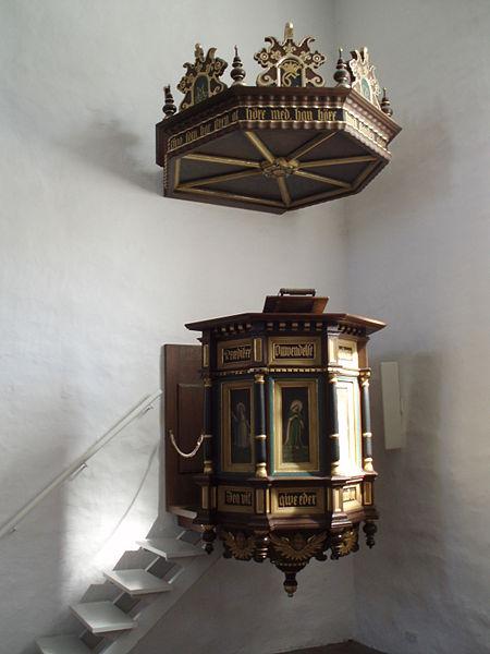File:Jelling Kirke 4 Prædikestol.JPG