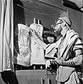 Joodse man met een hoedje op, een gebedsmantel om en voorzien van gebedsriemen (, Bestanddeelnr 255-4708.jpg