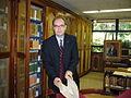 Juan Javier del Granado visita la biblioteca de José Cecilio del Valle en Ciudad de Guatemala. en 2008.JPG