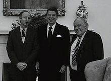 Jules Witcover, Ronald Reagan and Jack Germond in 1981.jpg