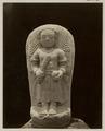 KITLV 28242 - Isidore van Kinsbergen - Sculpture of a soldier at the residency in Kediri - 1866-12-1867-01.tif