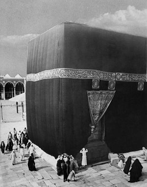 Kiswah - The 1910 kiswa covering the Kaaba in Mecca, Ottoman Empire.