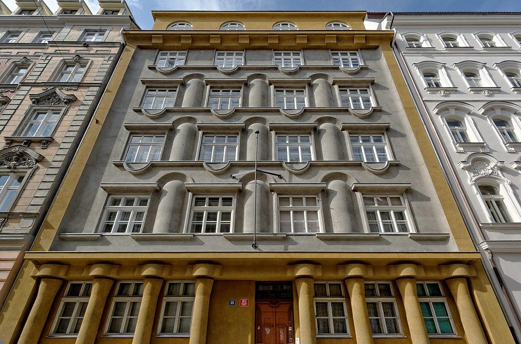 Construction rondo-cubique du quartier de Holesovice à Prague - Photo de Gampe