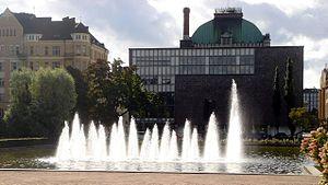Finnish National Theatre - Image: Kansallisteatterinsu ihkulähde