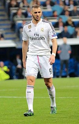 Karim Benzema vs. FC Schalke 04 (16647992937).jpg. Benzema nun partíu col Real  Madrid 0a31dda2999d1