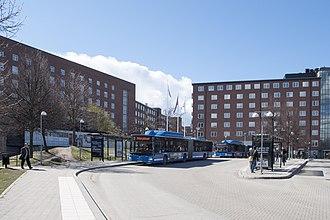Karolinska University Hospital - Image: Karolinska Solna, entré 01