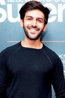 Kartik Aaryan at 'Superdry AW 2017' preview.jpg