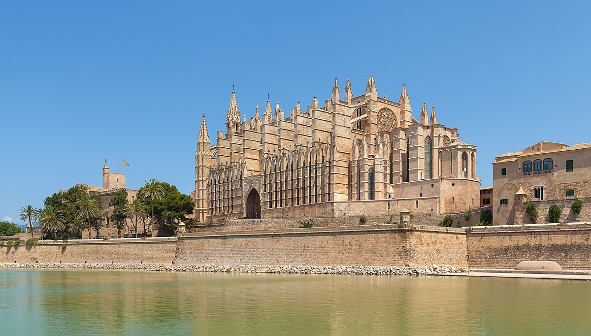 Palma cathedral wikipedia for Tintoreria palma de mallorca