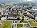 Katholische Kirche Siebnen mit Friedhof.JPG