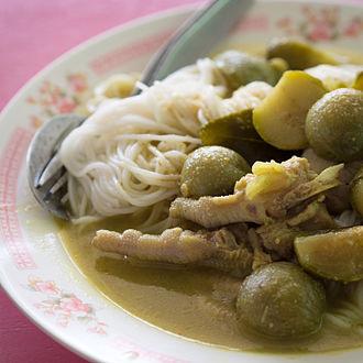 Khanom chin - Image: Khanom chin kaeng kiao wan kai