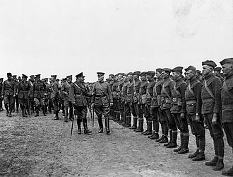 Edward Mann Lewis - King George V and Major General Edward Mann Lewis inspect the 30th Division