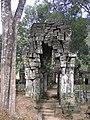 Koh Ker gate (2006a).jpg