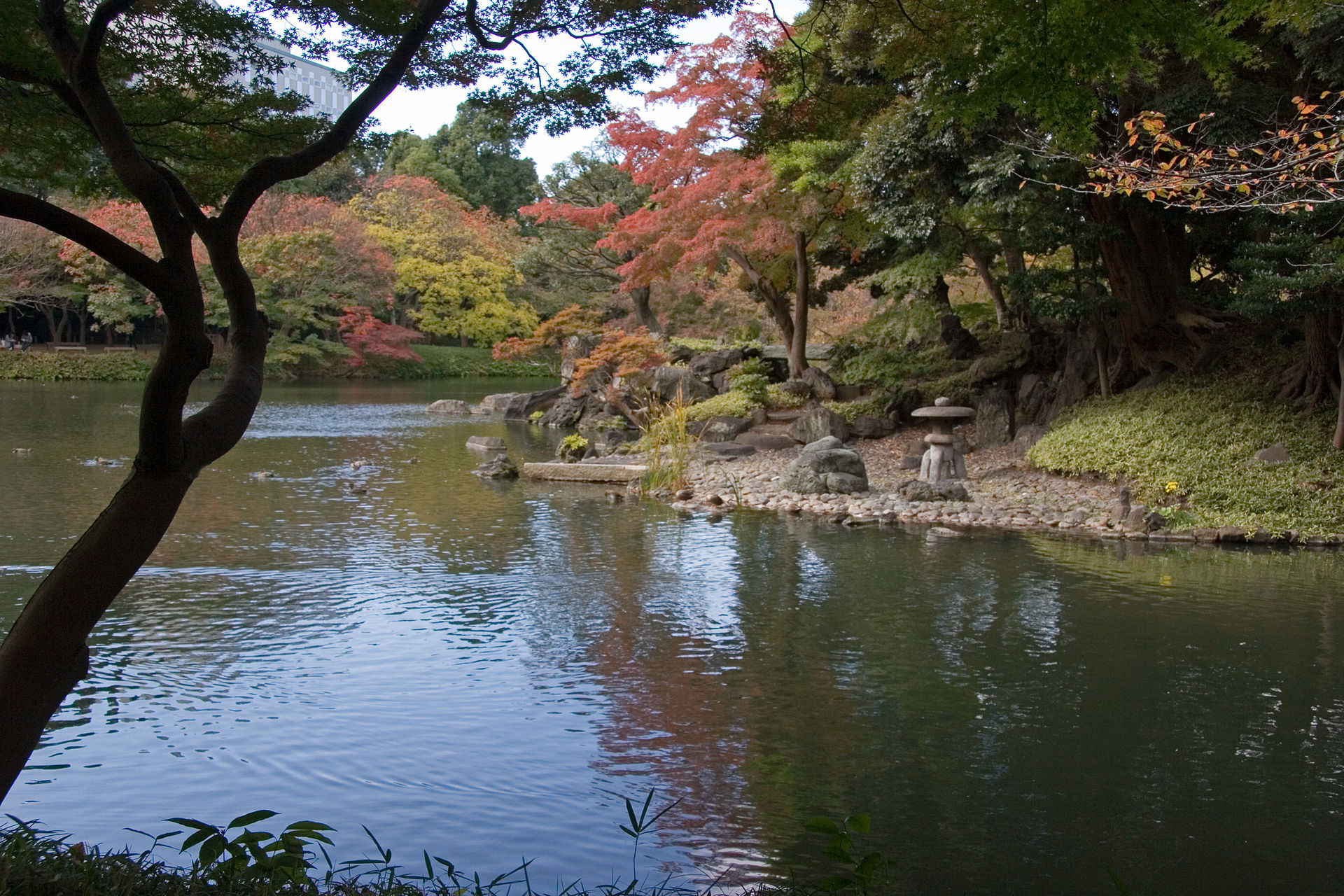 Koishikawa korakuen - Osensui and Horaijima.jpg