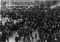 Kommunisteja kokoontunut Rautatientorille vappuna 1921. - N2088 (hkm.HKMS000005-000001iw).jpg