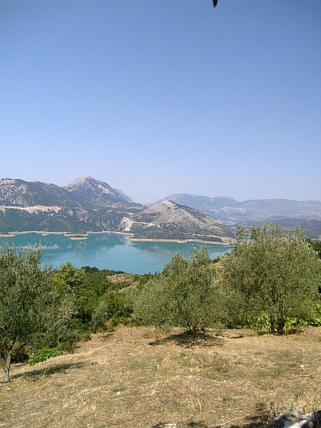 File:Kremasta Lake 01.jpg
