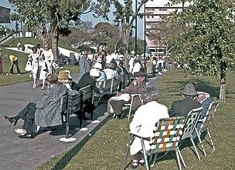 Hancock Park - People enjoying Hancock Park (1978)