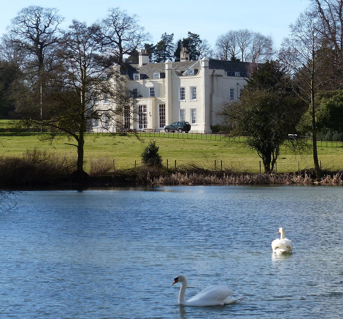 Country Lake Apartments: Wistow Hall