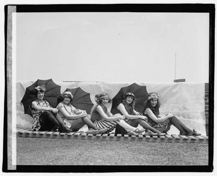 Lansburg bathing girls-t