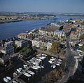 Luchtfoto, stadsgezicht naar het noord-oosten met Oude Maas en jachthaven, gezien vanaf de toren van de Grote kerk - Dordrecht - 20379211 - RCE.jpg