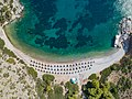 Luftbild Nikolaos Strand Hydra, Griechenland (44150036034).jpg