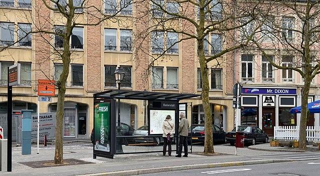 File luxemb city bus stop wikimedia commons for Badanstalt piscine luxembourg