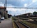 Lysá nad Labem, nádraží, kolejiště a nástupiště.jpg