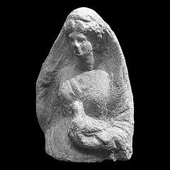 Aphrodite se dévoilant et tenant une colombe 25524