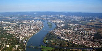 Mainz -  View north along the Rhine with the old Winterhafen in the lower left, the other port facilities further north