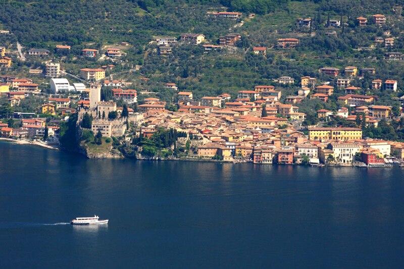 File:Malcesine panorama.jpg  © Alessandro Vecchi