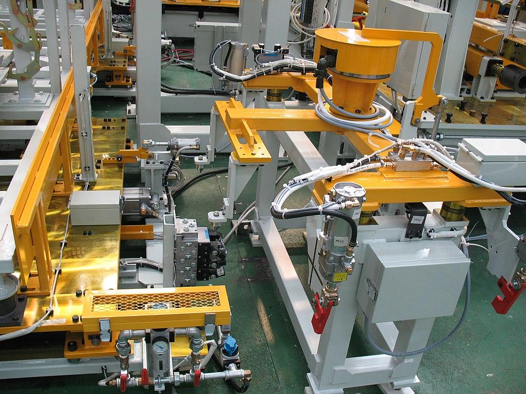 Manufacturing equipment 104