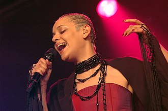 Mariza - Mariza performing in Cambridge, England in 2004