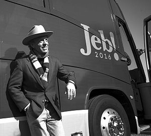 Mark McKinnon - McKinnon in front of a Jeb Bush bus