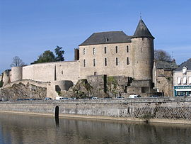 The Château de Mayenne, and the Mayenne river