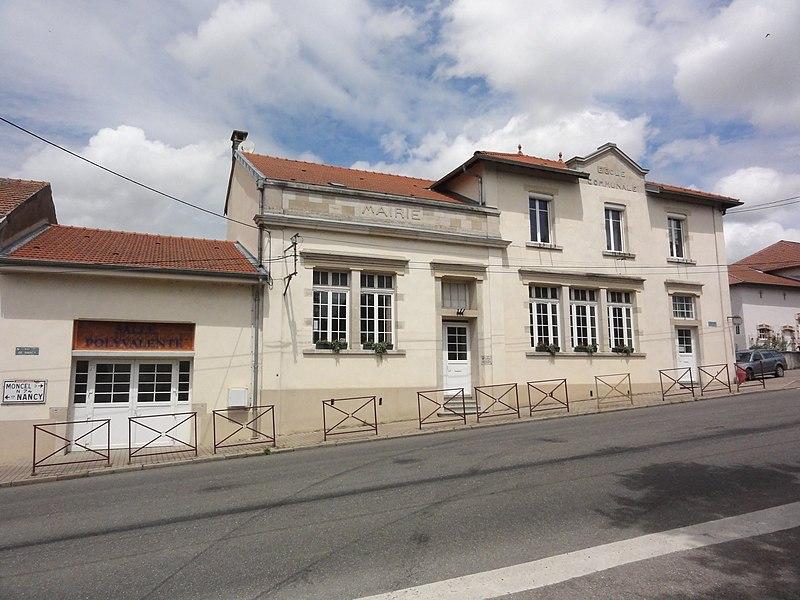Mazerulles (M-et-M) mairie, école et salle polyvalente