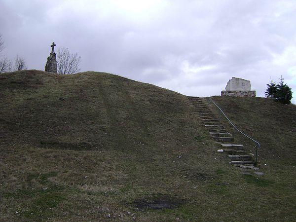 """Żarnów - grodzisko """"Góra Szwedzka"""". Autor: Kondzio33, lic. CC BY-SA 3.0."""