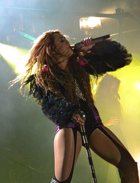Archivo:Miley Cyrus - Gypsy Heart Tour - São Paulo 11.jpg