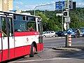 Modřanská, signály pro autobusy, projíždějící autobus a volno.jpg