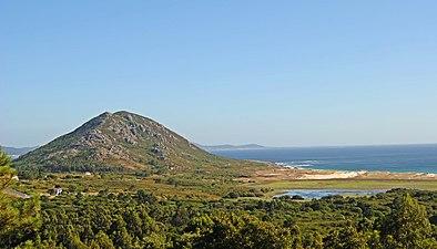 Monte e Lagoa de Louro.jpg