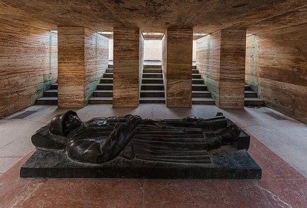 """War memorial monument (""""Kriegerdenkmal""""), Hofgarten, Munich, Germany."""