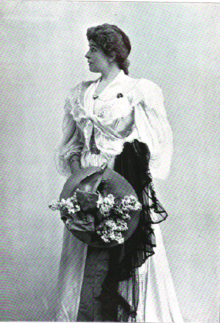 Mrs. Leslie Cater, c. 1896.png