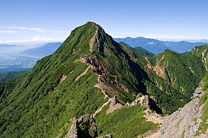 Mt.Akadake from Mt.Yokodake 07.jpg