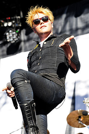 Gerard Way - Image: My Chemical Romance @ Mc Callum Park (5 2 2012) (6825192746)